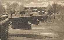 Cafe Brostugan Nykarleby. Först på 1920-talet avbildas Brostugan på ett vykort, och då som bimotiv.