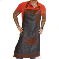 Delantal para bartender El mejor mandil para cocina o bartender con un diseño exclusivo que no encontrarás en ningún otro lugar. El delantal para cocina está elaborado con la mejor calidad de gabardina mexicana. ¡Adquiere el tuyo!