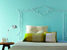 What a creative way to create an instant headboard using just cable and tacks.