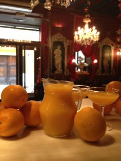 Stiekem nog lekkerder dan Sangria. Agua de Valencia volgens Café de las Horas (met recept)