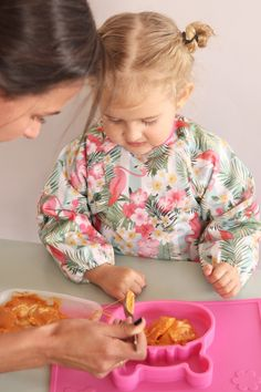 Grippo 2-in-1 Silicone Placemat and Plate in Pink Messy Play, Baby Led Weaning, Baby Safe, Baby Online, Happy Baby, Free Baby Stuff, Having A Baby, Baby Essentials, Placemat