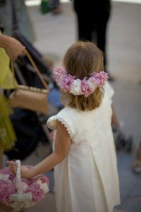 Media corona de flores Ring Boy, Rings For Girls, Wedding With Kids, Entourage, Bridesmaid Dresses, Wedding Dresses, Flower Girl Dresses, Flower Girls, Special Day