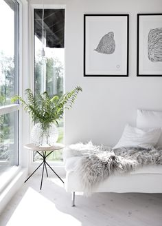 Sunny living room & weekend bouquets Monochrome black white interior style styling stylist home house design design decor Scandic minimal minimalist Home Living Room, Living Room Designs, Living Room Decor, Barn Living, Living Room White, Interior Design Minimalist, Interior Design Tips, Design Ideas, Modern Interior