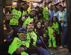 Más de 100 ciclistas del #PaseoCamaleones visitaron la tienda de @NuestrosDulces anoche  Súper ambiente.
