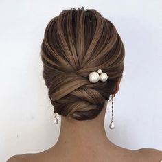 Headband Hairstyles Elegant updo hairstyles for any length and occasion include low Bun messy updo and more. If you want to creat updo hairstyle you can browse our website from time to time. Classy Updo Hairstyles, Wedding Hairstyles For Long Hair, Bride Hairstyles, Headband Hairstyles, Elegant Wedding Hair, Elegant Updo, Medium Hair Styles, Short Hair Styles, Hair Upstyles