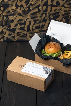 Bó burger and fries culinary food branding corporate design interior architecture by Hopa studio poland mindsparkle mag gold golden black g Sandwich Packaging, Takeaway Packaging, Food Packaging Design, Brand Packaging, Coffee Packaging, Bottle Packaging, Burger Bar, Burger And Fries, Good Burger