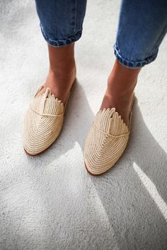 Moroccan handmade shoes made of natural raffia sweet and very comfortable! Moroccan handmade shoes made of natural raffia sweet and very comfortable! Looks Street Style, Mode Outfits, Mode Inspiration, Girls Shoes, Ladies Shoes, Shoes Women, Girls Jeans, Mode Style, Style Blog