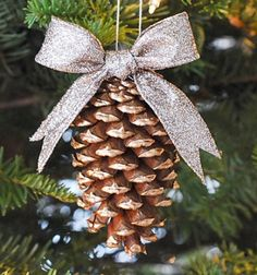 Gold glided pinecone christmas tree ornaments // Aranyozott karácsonyfadíszek tobozokból // Mindy - craft tutorial collection