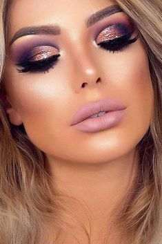 make up Gold makeup as well as pink makeup is really jazzy right now. Have you already tried this charming and trendy makeup look? Gold Makeup Looks, Rose Gold Makeup, Pink Makeup, Glam Makeup, Gorgeous Makeup, Face Makeup, Makeup Glowy, Purple Wedding Makeup, Wedding Nails