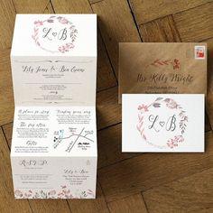 Sommerwiese Hochzeitseinladung inspiriert von der großen britischen Sommer, wilde Blumen, Beeren und Hecken. Ausgestattet mit einem Kranz Illustration und handgeschriebene Kalligraphie. Perfekt für eine rustikale Hochzeit. Die vierteilige Falten Ziehharmonika Laden enthält eine