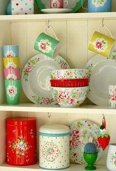 Incroyable Bright, Vintage Kitchenware!