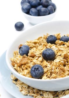 Granola is a post workout snack dream, but it can quickly  become a nightmare if you don't pre-measure. Learn which snacks (in which portions) you should eat after your workout!