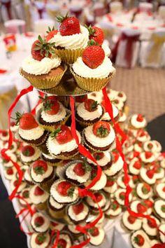 Google Image Result for http://www.bigweddingcakecompany.co.uk/gallery/album/gireesh%25201763537264.jpg