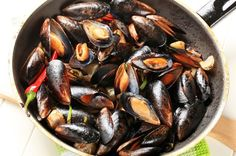 Spicy Mussels, work for the Attack phase and all others Dukan Diet Healthy Cooking, Healthy Eating, Cooking Recipes, Dukan Diet Recipes, Healthy Recipes, Healthy Meals, Yummy Recipes, Dukan Diet Attack Phase, Blue Cheese Recipes