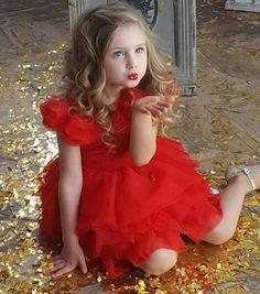 Little Girl Photos, Cute Baby Girl Pictures, Cute Little Girls, Little Girl Photography, Cute Kids Photography, Beautiful Children, Beautiful Babies, Cute Dresses, Flower Girl Dresses
