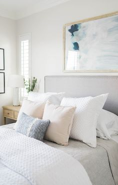 Light and bright bedroom design by Laura Design & Co. Cozy Bedroom, Bedroom Apartment, Dream Bedroom, Master Bedroom, Apartment Living, Bedroom Decor, My New Room, House Rooms, Room Inspiration
