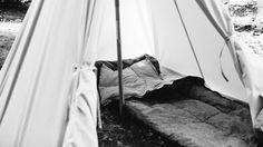 Tente canadienne et sac de couchage look vintage