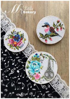 "Vintage Embroidery Cookies - cookie by Nadia ""My Little Bakery"" Royal Icing Cookies, Cupcake Cookies, Sugar Cookies, Cupcakes, Patisserie Design, Vintage Embroidery, Textile Art, Cookie Decorating, Fondant"
