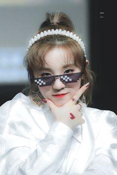 Cube Entertainment, Neverland, Kpop, Glasses, Beauty, Fiction, Board, Eyewear, Eyeglasses