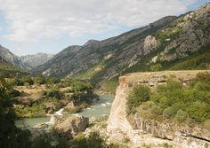 Cand vrei un concediu cu mare si munte la pachet, plus adrenalina, ca cireasa de pe tort, Muntenegru impaca si capra si varza. Scufundari, drumetii, rafting, mtb...