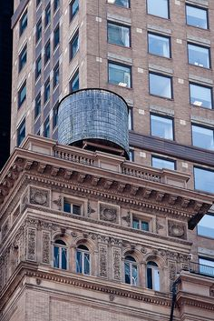 NYC. Manhattan. Cassic water tank. Building Contrast. | Obliot  Flickr