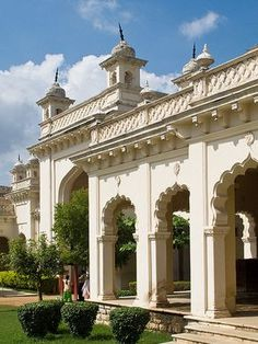 Only a true Hyderabadi will know what it means to be from the City of Pearls. Vibrant, ancient yet evolving, here are 26 reasons to love Hyderabad! India Architecture, Historical Architecture, Ancient Architecture, Architecture Details, Beautiful Buildings, Beautiful Places, Hyderabad State, Largest Countries, Tourist Places