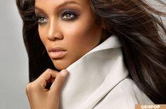 Shiny Elegant Beauty Tyra Lynn Banks - very posh and stylish eyelashes - Exquisite celebrity Blush For Dark Skin, Dark Skin Tone, Dark Complexion, Diy Makeup, Makeup Tips, Beauty Makeup, Makeup Tutorials, Makeup Ideas, Beauty Tips