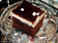 Great recipe for Old fashioned sokolatina. Sokolatina (a chocolate cake with pudding) carries the flavor of the old days! Fluffy, juicy, presentable and extremely chocolaty! Recipe by Σουηδός Μάγειρας Greek Sweets, Greek Desserts, Greek Recipes, Chocolate Pudding Cake, Chocolate Hazelnut, Chocolate Cakes, Yummy Treats, Yummy Food, Greek Cooking
