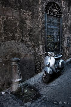 Scooter in Italy. www.urbanrambles.com