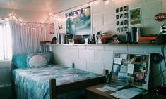 Having trouble decorating your dorm room? Here are a few amazingly decorated dorm rooms to help inspire you to create your very own perfect dorm! College Dorm Closet, College Dorms, College Students, College Apartments, Studio Apartments, Small Apartments, Cool Dorm Rooms, College Dorm Decorations, Dorm Life