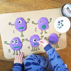 "l e a h ☀️𝒹𝒶𝓎𝓈 𝓌𝒾𝓉𝒽 𝓂𝓎 𝓁𝒾𝓉𝓉𝓁𝑒𝓈 on Instagram: ""🧟‍♂️MONSTER EYEBALL MATH🧟‍♂️ ⠀ We love doing these fun playdough activities! ⠀ You can see here I drew the corresponding number of legs to…"""