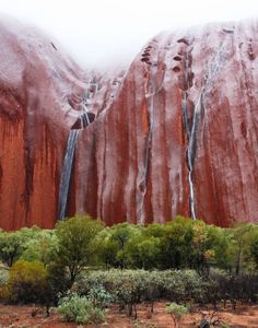 (Water cascades down the sides after heavy rain) Ayers Rock Australia, Places Around The World, Around The Worlds, Landscape Photography, Nature Photography, Places To Travel, Places To Visit, Nature Sauvage, Scenery Paintings