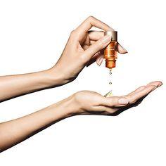 Autobronceador Addition Concentré Eclat de Clarin, te proporcionará un tono dorado progresivo Best Face Serum, Brown Spots On Face, Acne Facial, Anti Aging Serum, Moisturiser, Good Skin, Face And Body, Skin Care, Cosmetics