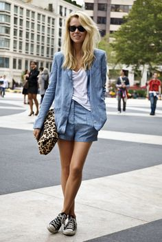 Blogger style: chambray short suit, oversized leopard clutch
