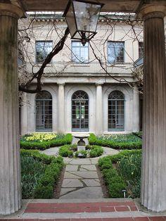Van Vleck mansion courtyard