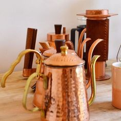 Copper Kettle Addicts - - - For more coffee inspirations from Japan visit www. Kettles, Hot Chocolate, Brewing, Tea Pots, Copper, Japan, Tableware, Kitchen, Inspiration
