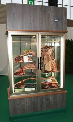 Look at examples for Transparant Dry Age Cabinets from Van Weel Koeltechniek. Pub Decor, Home Decor, Dry Aged Beef, Meat Shop, Display Cabinets, Butcher Shop, Food Displays, Bbq Grill, Steaks