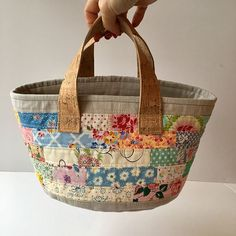 """The story begins that a pattern for a """"Rainbow basket"""" was bought at Well, not being a rainbow kinda girl, I got out my scrap bag… Quilted Handbags, Quilted Bag, Tapestry Bag, Sewing Art, Patchwork Bags, Fabric Bags, Handmade Bags, Bag Making, Straw Bag"""