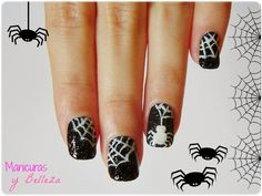 #manisdehalloween #arañas #nailart #nails #halloween Spider and spiderwebs nails nail art blanck and white // Manicura uñas con arañas y telarañas para Halloween
