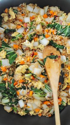 Bok Choy Fried Rice - My Body My Kitchen Our bok choy fried rice is packed with flavor and sneaks in some extra greens. Bok choy (also known as pak choy or chinese cabbage) is a leafy vegetable that is available all year round but is mos… Recettes De Bok Choy, Vegetable Recipes, Vegetarian Recipes, Cooking Recipes, Healthy Recipes, Vegetarian Fried Rice, Cooking Tips, Salad Recipes, Salads