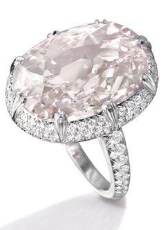La sélection des pierres précieuses de First diamond est certifiée et sélectionnée pour la qualité de ses diamant investissement.