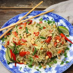 Classic Thai salad with shredded green papaya and vegetables in a spicy and tangy dressing. Papaya Recipes Salad, Papaya Recipes Indian, Thai Green Papaya Salad Recipe, Asian Recipes, Thai Recipes, Raw Food Recipes, Veggie Recipes, Vegetarian Recipes, Cooking Recipes