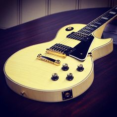 '74 style Les Paul Custom aged in classic white