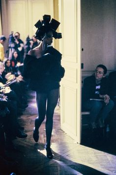 John Galliano Fall 1994 Ready-to-Wear Fashion Show - Naomi Campbell (Marilyn)