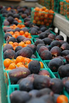 San Francisco Farmer's Market, CA - figs and looks like persimmons but the photographer's caption says tomatoes ...