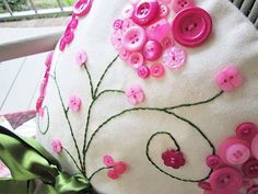 "Stitch Craft Create: Blog: ""Blooming Button"" Pillowcases"