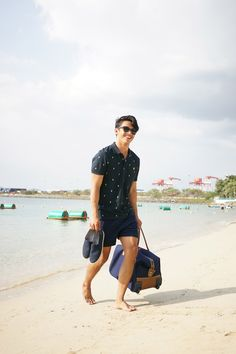 David Guison spotted with the Tommy Hilfiger weekender bag