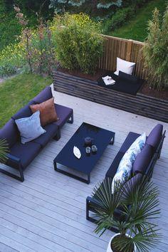 Se Kristins gode soner i uterommet - Jotun Uteinspirasjon Terrace Design, Garden Architecture, Small Garden Design, Outdoor Furniture Sets, Outdoor Decor, Terrace Garden, Deck, Outdoor Gardens, Bungalow
