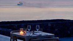 Η Άντζελα Σταματιάδου και ο Τάσος Μητσελής δοκίμασαν την creme de la creme της γαστρονομικής σκηνής του νησιού στο πλαίσιο των επερχόμενων FNL Best Restaurant Awards 2020 και μας μεταφέρουν την εμπειρία τους. Santorini, Creme, Dining Table, Restaurant, Table Decorations, Furniture, Home Decor, Decoration Home, Room Decor
