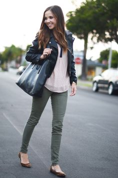 Color pairing ideas for my Olive skinnies Short Outfits, Casual Outfits, Fashion Outfits, Simple Work Outfits, Outfit Work, Olive Green Pants Outfit, Olive Jeans, Olive Skinnies, Fashion Clothes